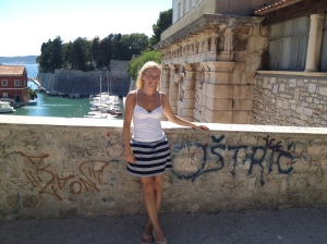 would be a lovely backdrop except for the grafitti