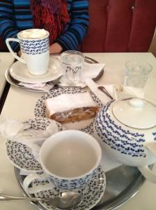 Tea and strudel!