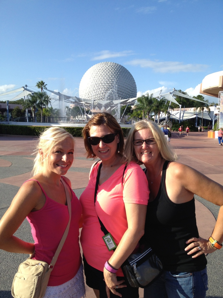 Pre-requisite pic in front of Spaceship Earth before leaving the park...