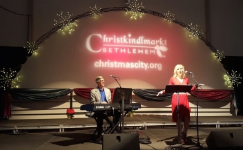 Christkindlmarkt - Jennifer Graf and Terry Musselman